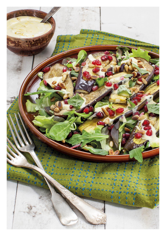 Aubergine salade met saffraan-yoghurtsaus